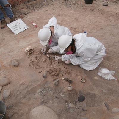 Exhumación de cuerpos. Desierto de Atacama. Chile (empresa privada)