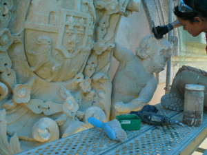 restauración escudo piedra